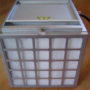 Dammfiltret på PD-250´s baksida, sitter i en kassett som är lätt att dra upp för byte eller tvätt av filtret.
