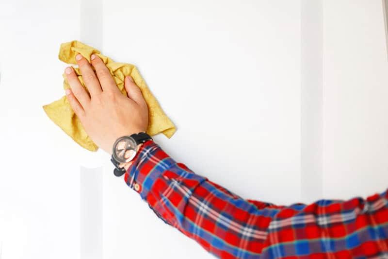 Häxsot på vägg mot gipsskiva på reglar